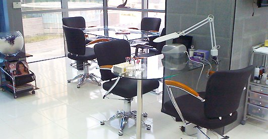 Black and White Beauty Salon JLT Dubai 3